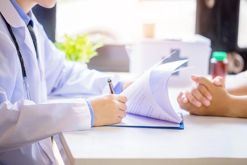 Jakie objawy powinny nas skłonić do wizyty u reumatologa?