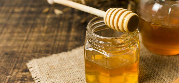 Właściwości lecznicze miodu. Jak rozpoznać dobry miód lipowy?