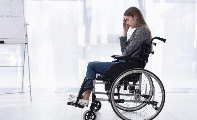 Jakie choroby mogą doprowadzić do zaniku funkcji ruchowych?